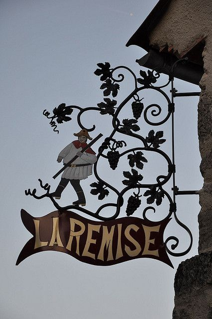 Enseigne à Charroux (Allier)