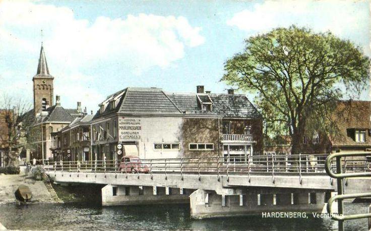 Hardenberg met de herv. kerk en de voorstraat, gerzien vanaf de vecht