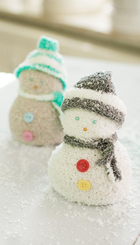 DIY Schneemann aus Kuschelsocken basteln - schöne Winter Deko und tolles DIY Geschenk - einfach und günstig selber gemacht - ein echter Hingucker im heimischen Wohnzimmer #dekoration #schneemann