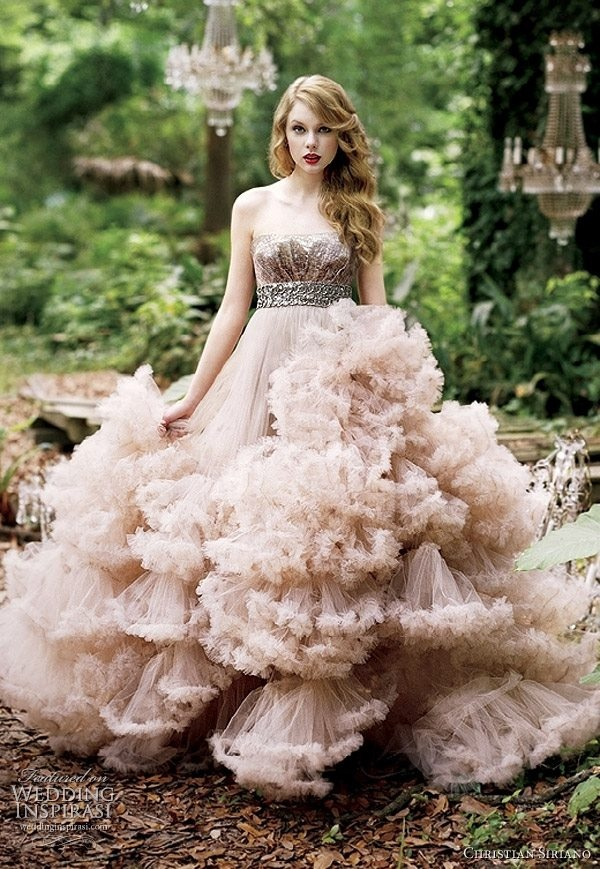 Taylor Swift looking enchanting. Dress- Christian Siriano