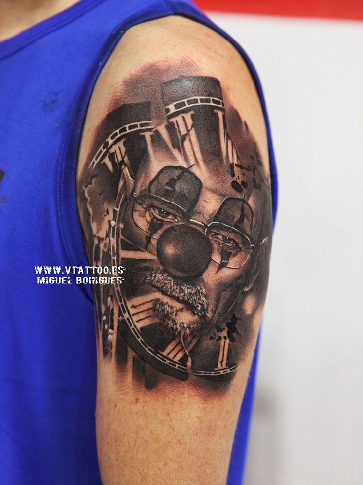 Hace unos días nos visitó Pere desde Barcelona.Miguel le ha tatuado a Walter White caracterizado a su manera. Walter es el protagonista de la serie Breaking Brad.Breaking Bad es una serie de televisión estadounidense que narra la historia de este profesor de química, con problemas económicos al que le detectan un cáncer de pulmón.