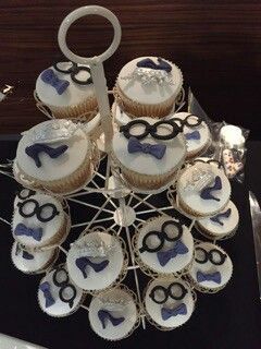 Beauty and the Geek cupcakes