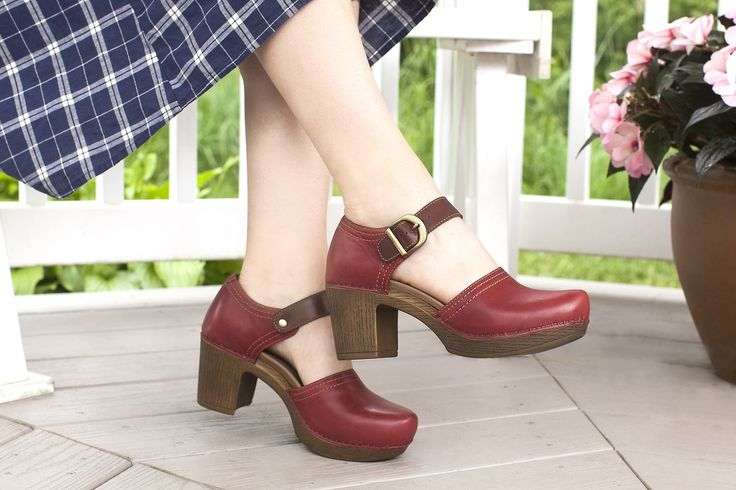 The striking Darlene has an on-trend block heel and bold colors to complement your fall look.
