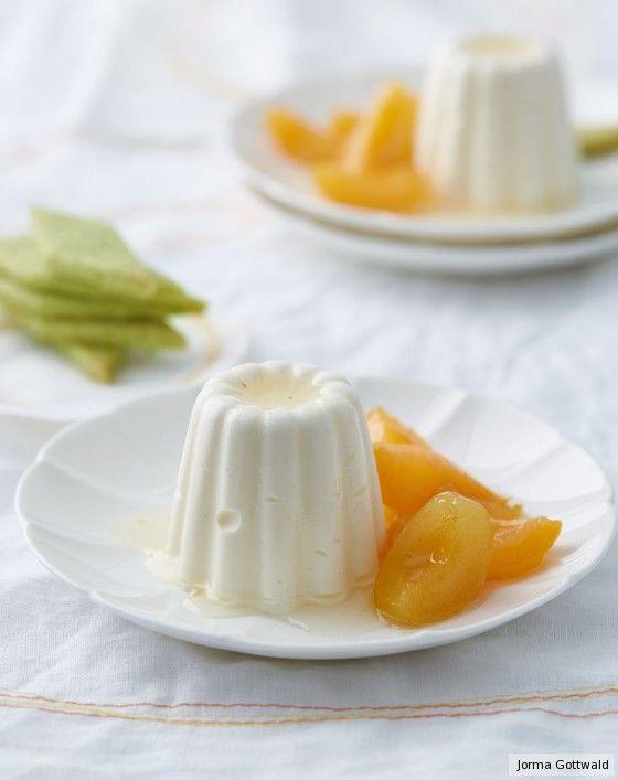 Ein Hauch Wodka durchweht das luftige Parfait, Aprikosen glänzen in Zitronensirup. Dezent im Hintergrund, doch zart mürb weit vorn: Pistazien-Shortbread.