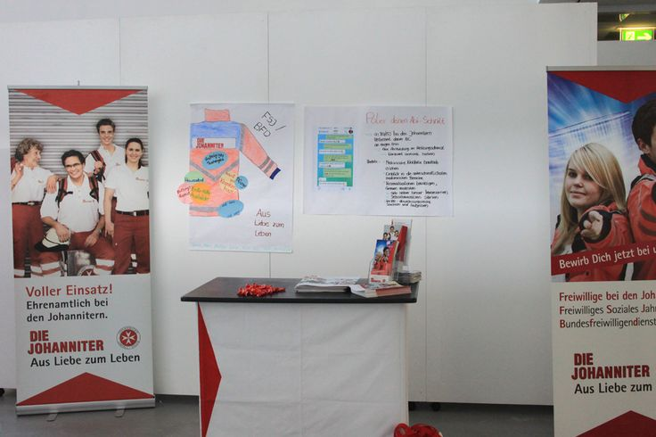 Bundesfreiwilligendienst oder Freiwilliges Soziales Jahr vor dem Medizinstudium. http://www.johanniter.de/freiwillig-nrw