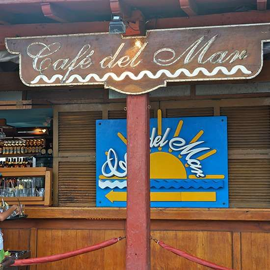 10 places to eat in Cartagena including Sunset Mojitos at Café del Mar