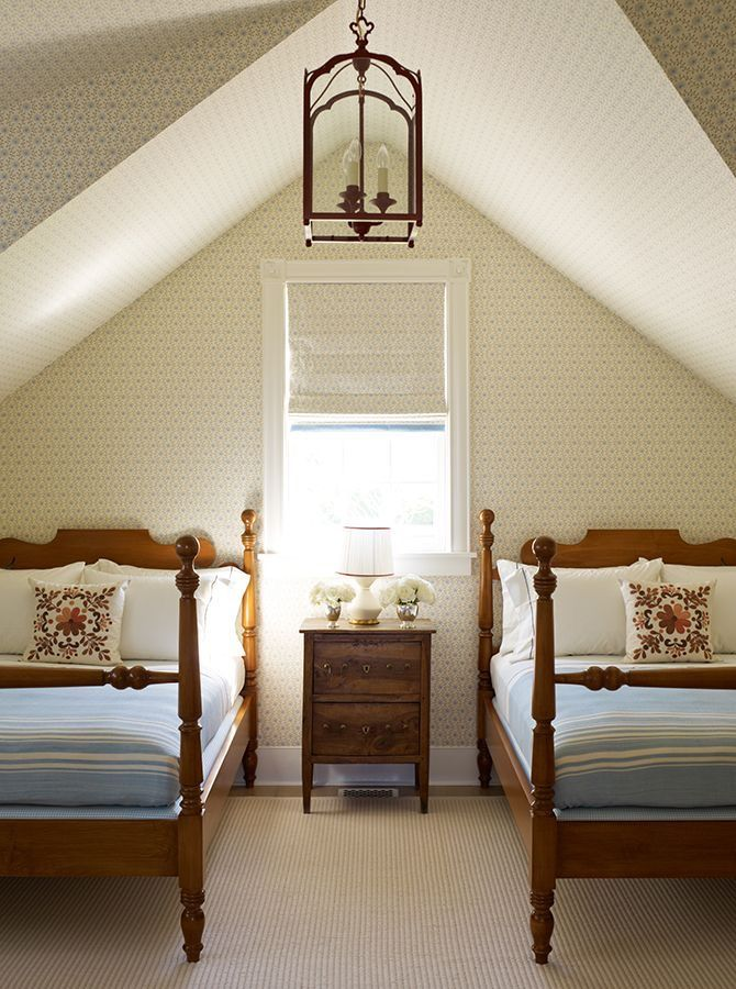 Twin Bed Hotel Room: Wood Spindle Beds / Twin Beds / Guest Bedroom Decor