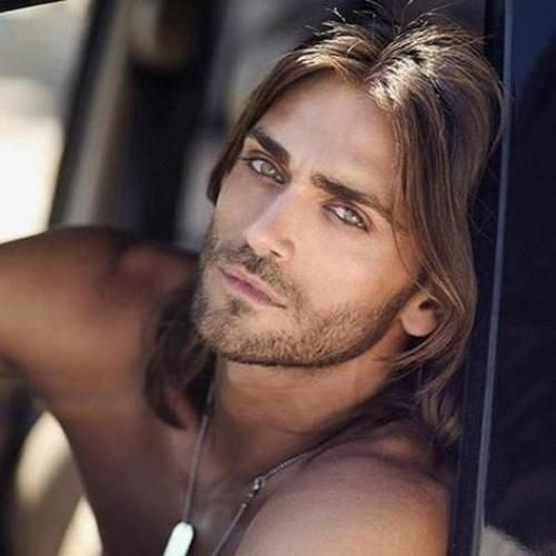 Когда-то очень давно, длинные волосы носили многие мужчины, так как они символизировали власть, силу, отвагу и благополучие. | Прически на каждый день