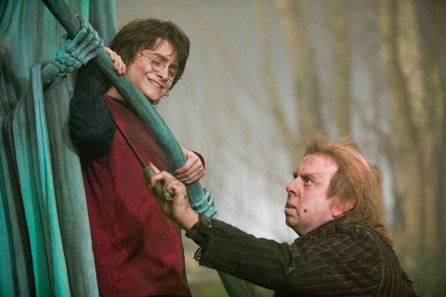 Harry (Daniel Radcliffe) and Peter Pettigrew (Timothy Spall) in Harry Potter and the Goblet of Fire (2005)