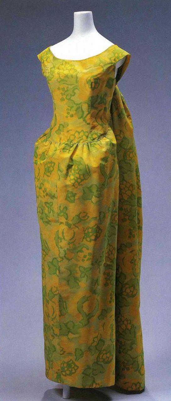 Вечернее платье. Кристобаль Баленсиага, 1961. Желтая и светло-зеленая шелковая тафта, затканная цветочным узором.