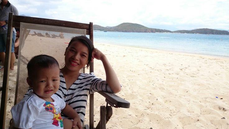 Hon Tam Island - Yellow sunshine, blue sea, white sand.