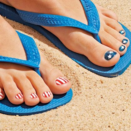 american flag pedicure perfect for 4th of july!! Just paint stripes and use star decals to make it easy :)