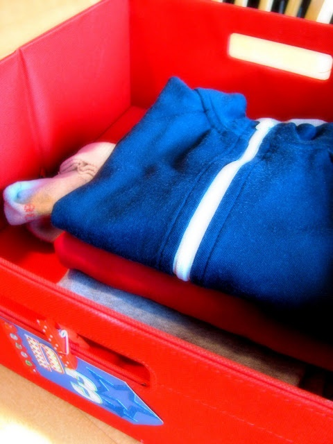 I love this idea.  Get a bin and have your child put the clothes they are going to wear in it the night before!: Kids Clothes, Iheart Organizations, Space Kids, Features Spaces, Marching Features, Spaces Kids, Clothing Plans, Kids Clothing, Great Ideas