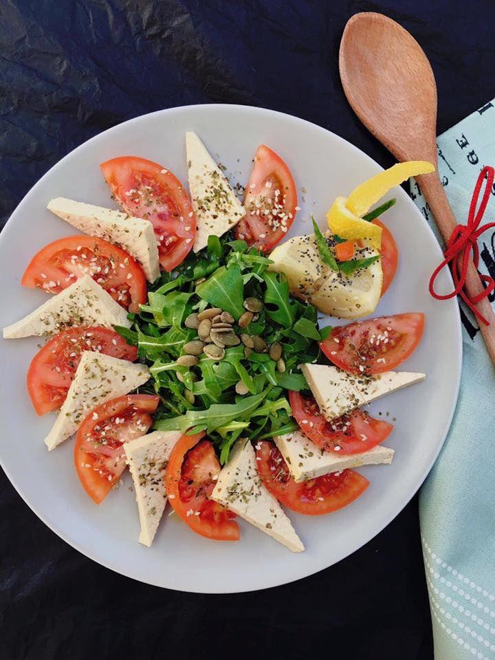 Salata vegana Caprese  #takeaway #delivery #vegetarian #rawvegan