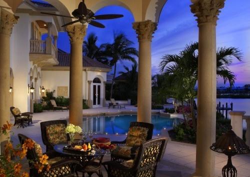 pool: Patio Design, Pools Patio, Outdoor Living, Decoration Idea, Tropical Patio, Outdoor Spaces, Outdoor Design, Outdoor Decoration, Gardenshang Outspatio