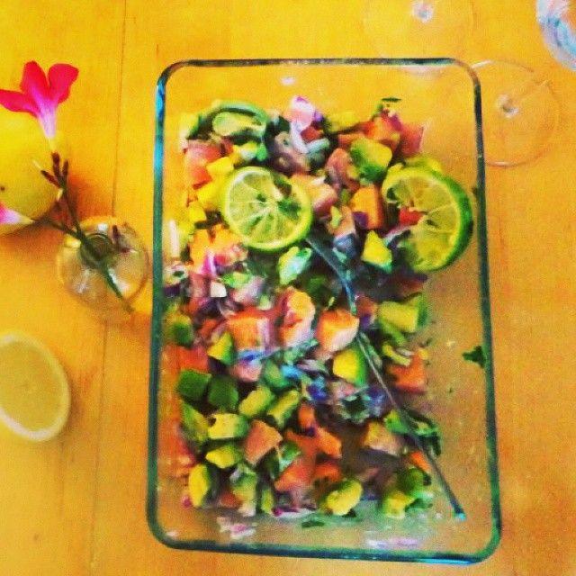 Nieuw recept op mijn blog www.goestjes.com: ceviche van zalm met avocado. Perfect nazomers gerecht, eenvoudig en zeer smaakvol! #ceviche #RauweZalm #Zalm #Avocado #EenvoudigRecept #Lunchtime #whatsfordinner #RawFood #Goestjes