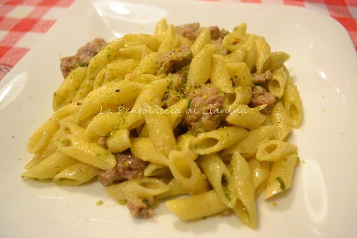 http://blog.giallozafferano.it/lianina/2013/11/17/mezze-penne-salsiccia-e-pesto-al-pistacchio/