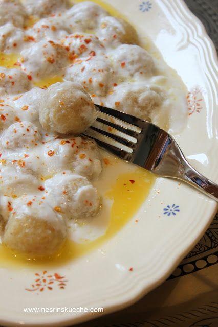 NESRiN`S KÜCHE: Bulgurbuletten in Joghurt-Knoblauchsoße