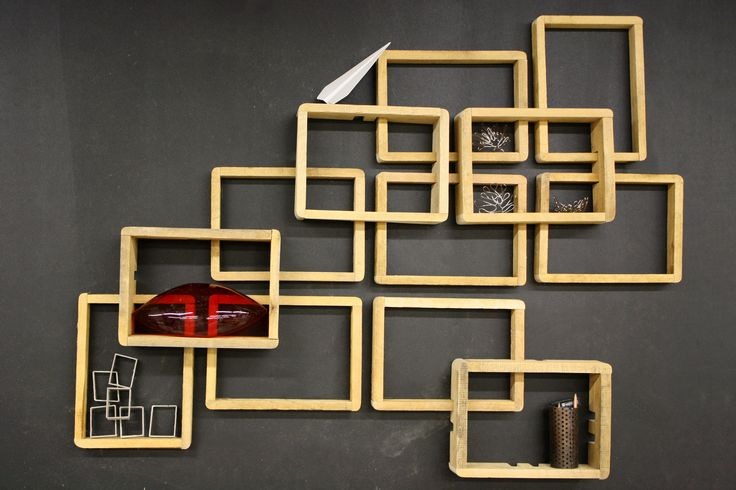Een multi-functioneel, houten wandmeubel.  De modulaire units met verschillende diepten maken het mogelijk een eigen patroon te vormen, waardoor Jarmo op verschillende manieren in een ruimte toe te passen is. De houten units creëren diffuus licht en hebben een geluidsreducerend effect. Daarnaast zijn de units ook geschikt voor het opslaan van bijvoorbeeld boeken of foto's. Hiermee is Jarmo op een persoonlijke wijze in een ruimte te gebruiken.