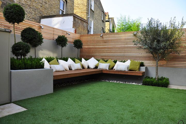 Horizontal fence panels are an excellent choice for contemporary houses as they work exceptionally well with the straight lines of modern architecture...