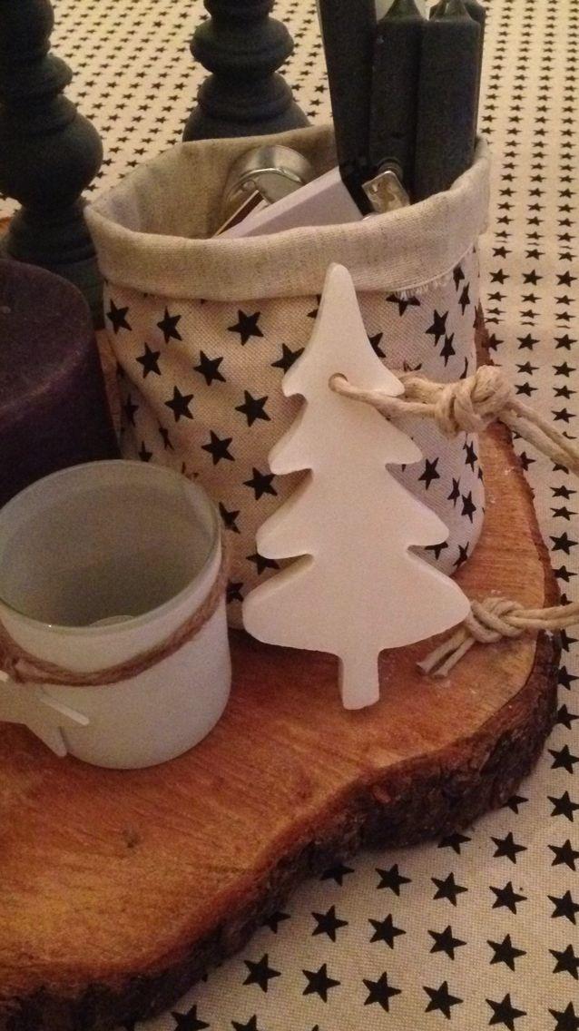 Zelfgemaakt met ❤️ Leuk stoffen zakje van sterrenstof om bij bijvoorbeeld waxinelichtjes en kaarsen in te doen. De kerstboomzeep komt van de webwinkel stijl, stoer en Jo.