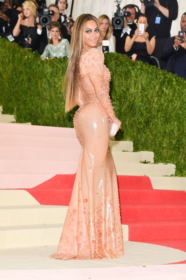Beyonce Knowles au gala du Met, le 2 mai 2016. robe latex givenchy
