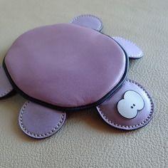 Adorable tortue craquante, porte monnaie en cuir