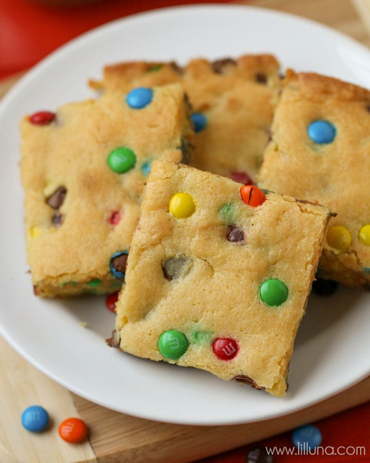 "Simple and delicious Cake Mix Cookie Bars - a great ""go-to"" dessert recipe. { lilluna.com }"