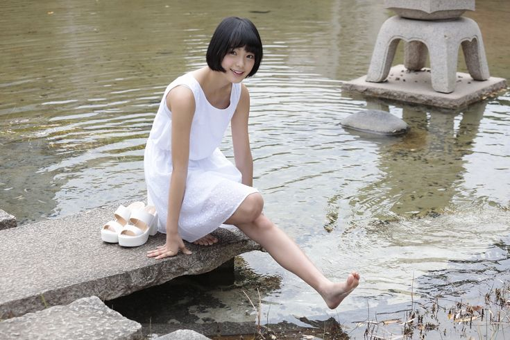 篠山紀信 「laugh&smile」平手友梨奈① | HUSTLE PRESS OFFICIAL WEB SITE