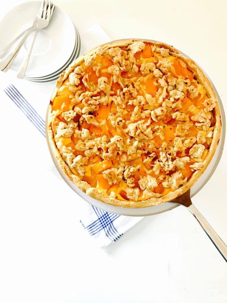 Backen ohne Zucker? Gar kein Problem! Dieser zuckerfreie Pfirsich-Quark-Streuselkuchen wird mit Pfirsichpüree gesüßt und ist eine leckere Alternative!