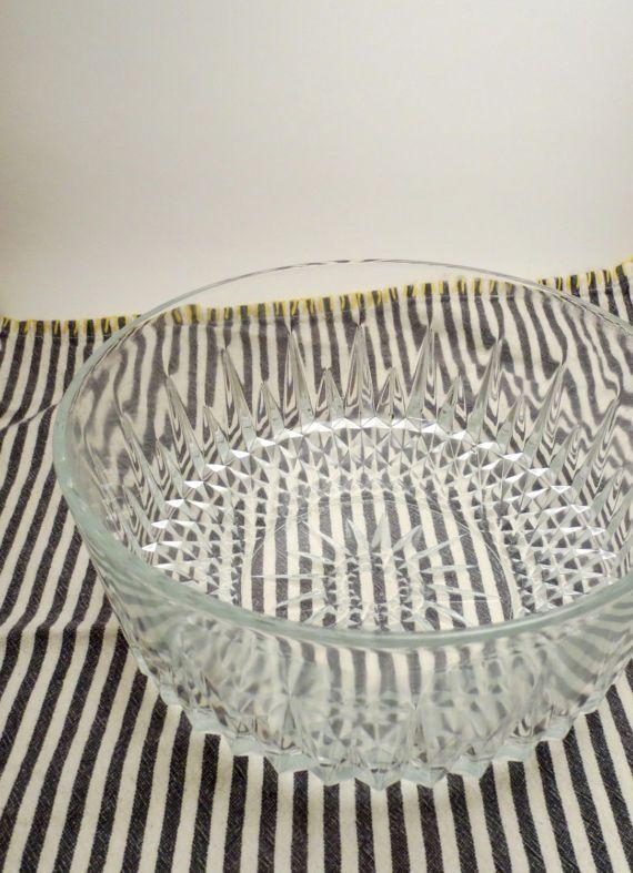 Arcoroc France Crystal Cut Glass Serving Bowl - Elegant Glass Serving Bowl - Glass Cut Salad Bowl