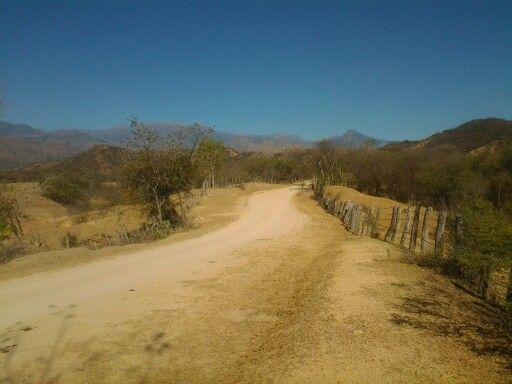 Camino entre La Junta y Patillal Valledupar Colombia.