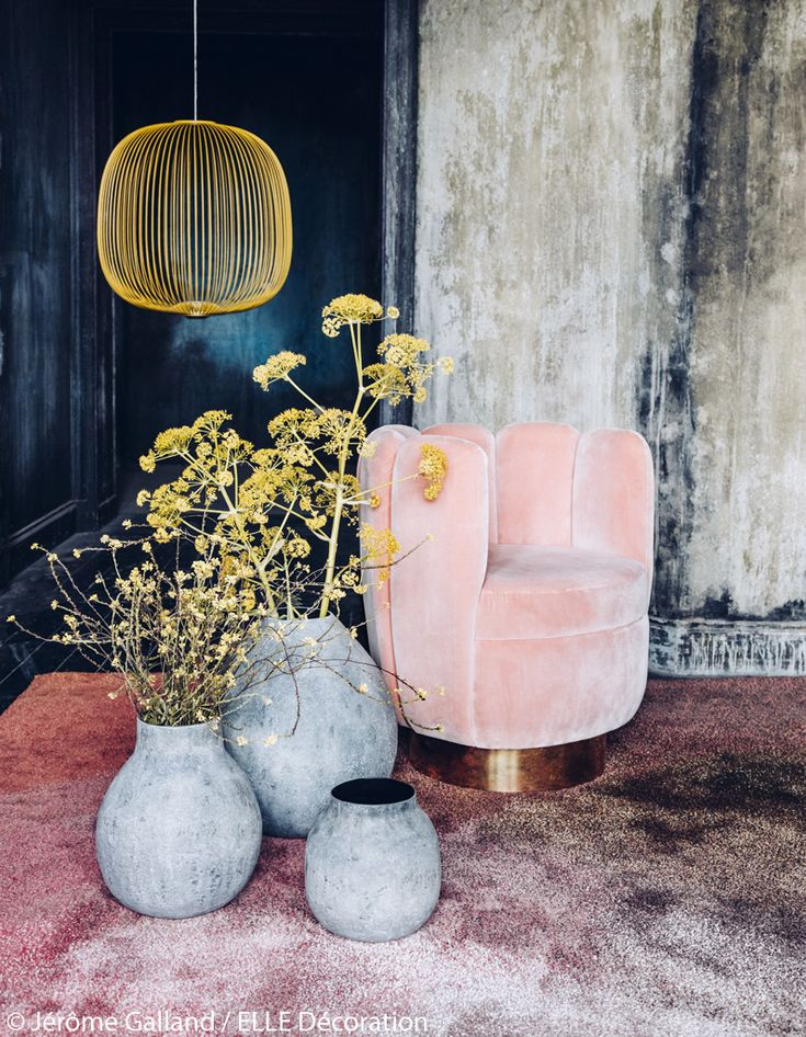 """Du jaune acide pour booster les pastels poudrésPhoto : 1/Suspension """"Spokes 2"""" en fils d'acier laqués, design Garcia Cumini, 1 000 €, FOSCARINI chez..."""