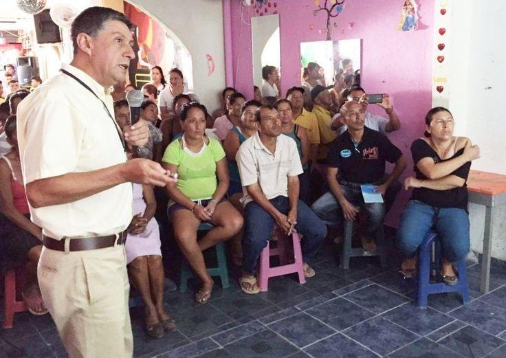 """IPIALES """"Aumentan casos de zika en Nariño"""". Las zonas en donde más se concentra el zika continúan siendo Taminango con 5 y Tumaco con  4 casos, seguido por los municipios de Pasto (3), Nariño (2) e Ipiales (2). Es constante el monitoreo en torno al zika que hace el Instituto Departamental de Salud de Nariño en diferentes zonas bajo la coordinación del epidemiólogo Juan Carlos Vela Santacruz (izq.). (DIARIO DEL SUR - 10 Mar 2016 /IPITIMES en PINTEREST)"""