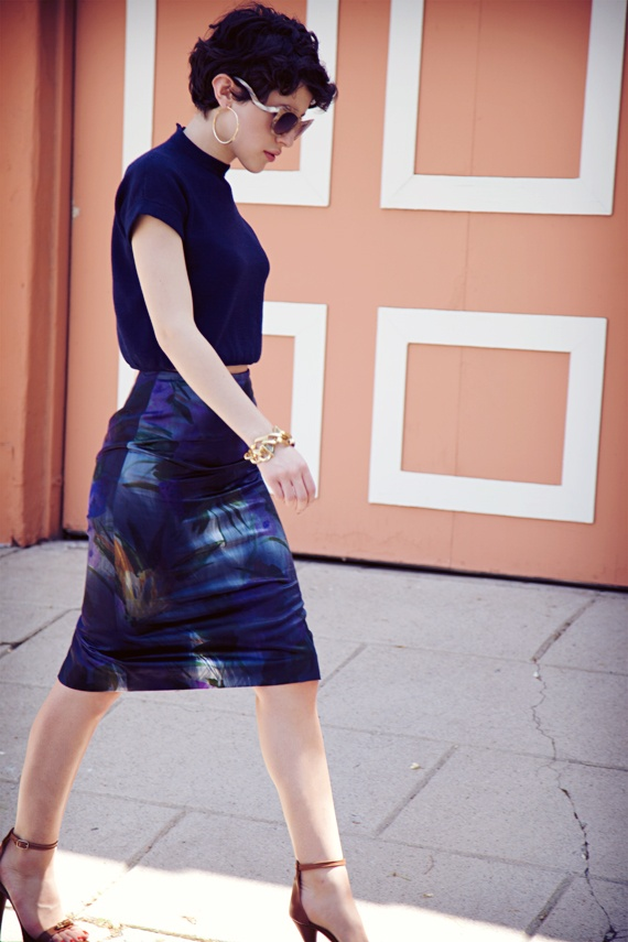 Patterned high waist skirt and crop top in navy