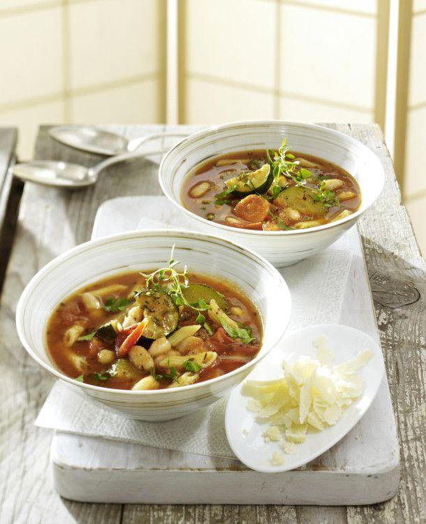 Unser beliebtes Rezept für Minestrone italienische Gemüsesuppe und mehr als 55.000 weitere kostenlose Rezepte auf LECKER.de.