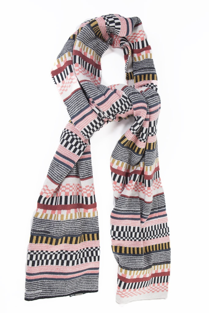 This scarf from Numph is like a wonderful blanket! It has a bright Nordic print and is so so warm. It's the Kimmi scarf from Numph at Miss Matilda's online boutique.