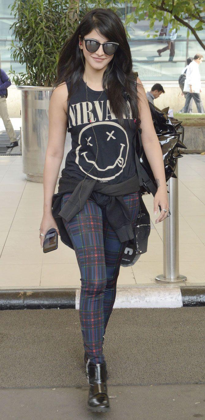 Shruti Haasan at Mumbai airport. #Bollywood #Fashion #Style #Beauty #Hot