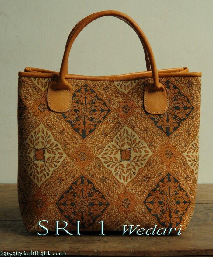 Sri 1 WEDARI  ( Tas Kulit Batik ) by  Karyatasku