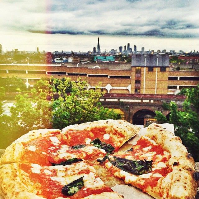 Roof pizzas @rooftopfilmclub on the bussey building. Summers coming!