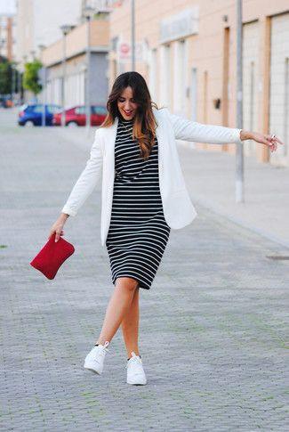 Combinar vestido de rayas negro y blanco