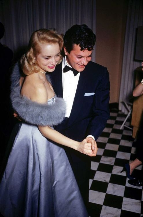 Janet Leigh and Tony Curtis dancing at James Mason's home, 1954