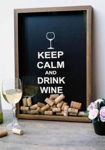 <html> <head> <title></title> </head> <body> <h4> Quadro Porta-Rolhas - Tamanho G</h4> <p> Keep Calm and Drink Wine. Repita como um mantra, no final de um dia cansativo de trabalho. Relaxe e aprecie uma taça de vinho enquanto lê um livro, ouve uma música ou cozinha. As rolhas, colecione-as aqui!</p> <hr /> <h4> Selecione abaixo as opções de sua preferência:</h4> <ul> <li> Frase PADRÃO: prazo de envio/fabricação é de até 7 dias úteis.</li> <li> Frase…