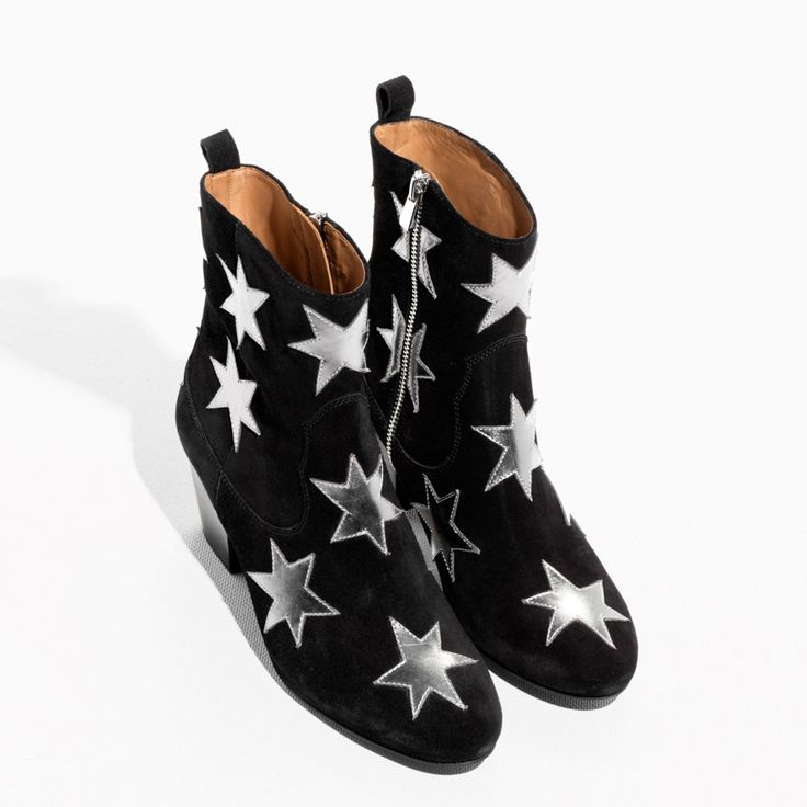 & Other Stories leren enkellaarsjes: shop ze via ELLE.nl - en meer mooie items bezaaid met sterren
