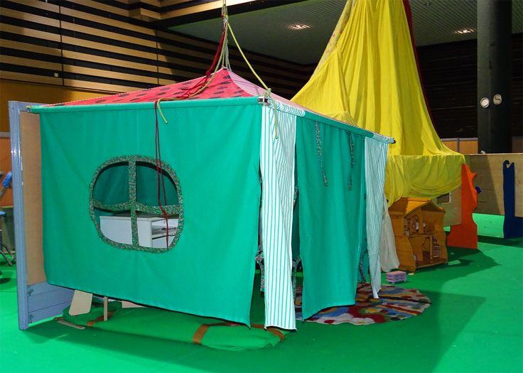 Cabane suspendue pour l'espace enfants du salon Primevère (salon-rencontres de l'alter-écologie) Réalisation collective.
