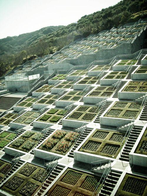some nice places / les 100 terrasses (hyakudanen) du centre de conférence international awaji yumebutai par tadao ando