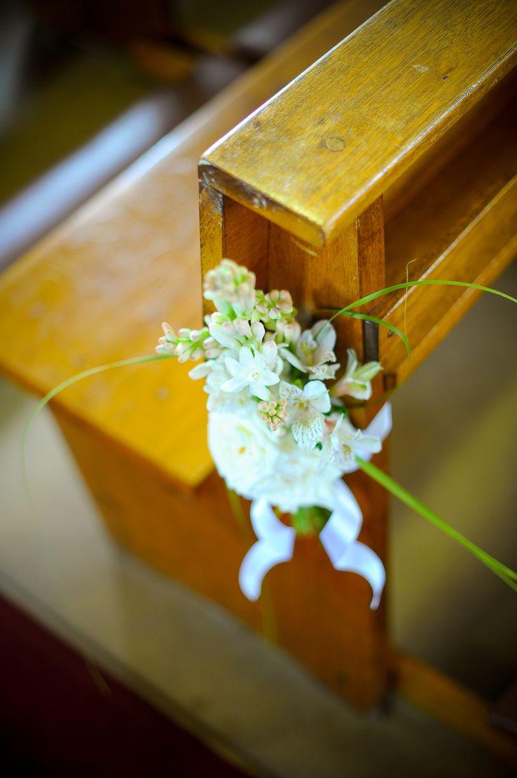 OKASIE | Floral aisle detail