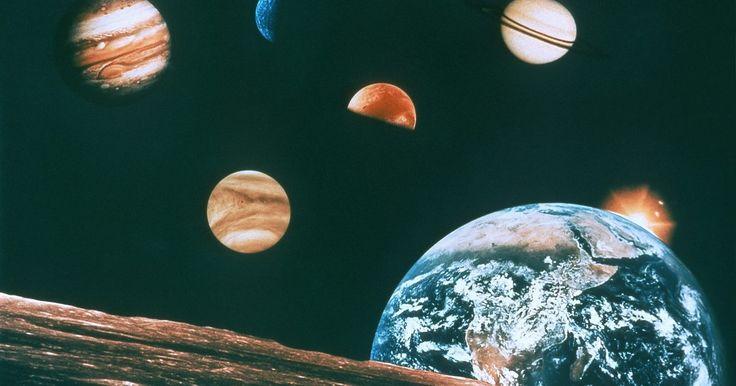 Características dos oito planetas. Nosso sistema solar tem oito planetas reconhecidos, cada um com suas características únicas. Há dois tipos principais de planetas — os terrestres e gigantes gasosos. Os quatro mais próximos ao sol — Mercúrio, Vênus, Terra e Marte — são planetas terrestres. Eles são menores com superfícies rochosas e atmosferas relativamente finas. Os gigantes ...