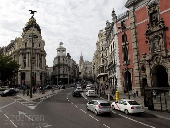 Gran Via in Madrid, een van de belangrijkste straten in Madrid. (foto Stef Demol - 5th Art Photography)
