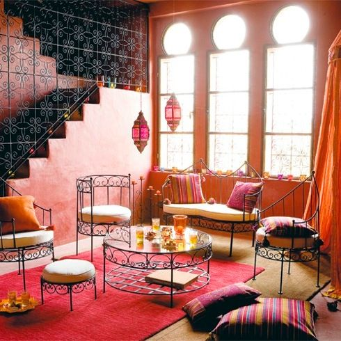 ANALOGOUS: this color scheme is very popular among Moroccan designs. The designer of this room makes use of colors with close relationships on the color wheel, including oranges, purples and deep pinks.